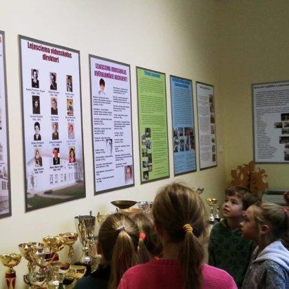 2.klase iepazīst skolas ēkas vēsturi
