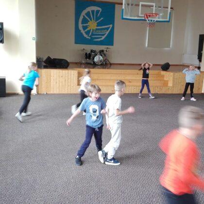 3.klase - spēles un rotaļas sporta zālē